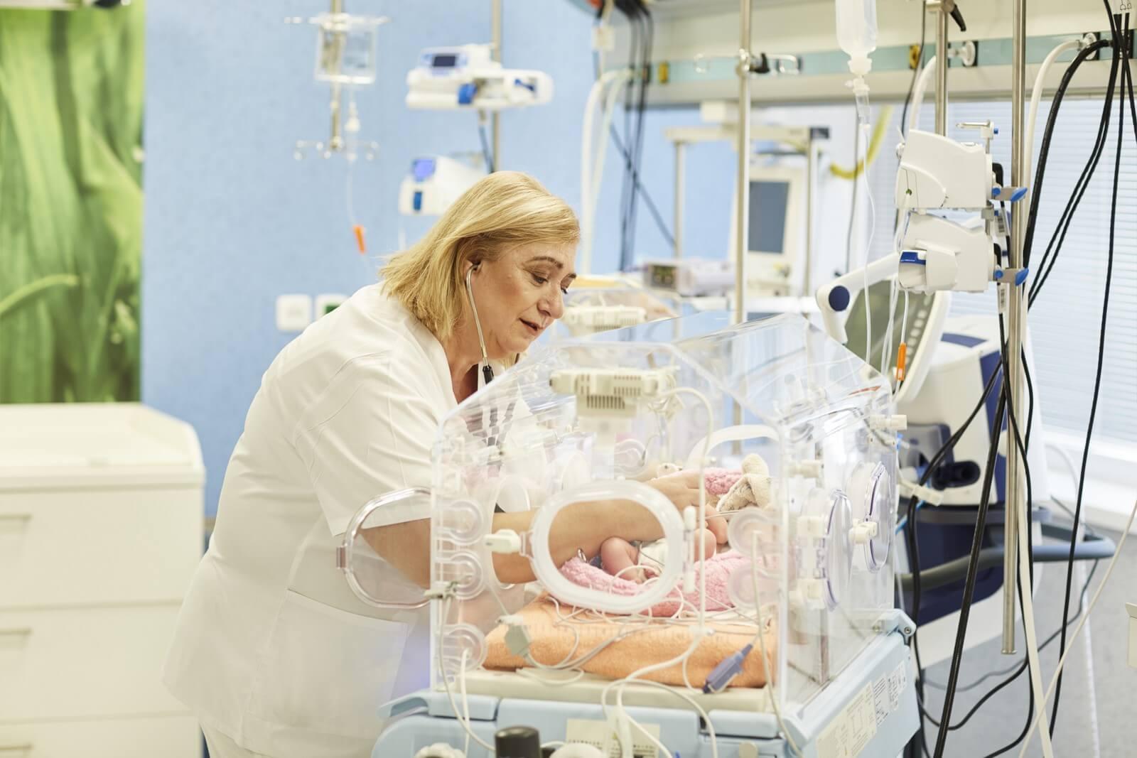 nemocnica bory - porodnica - neonatologia pediater inkubator