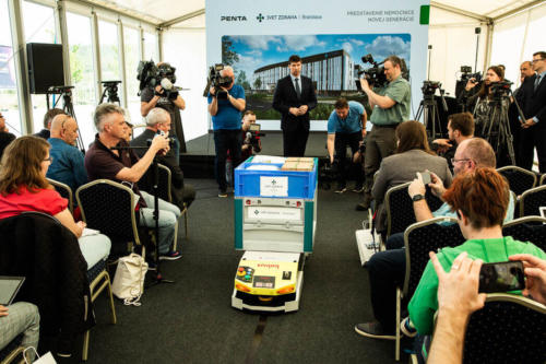 nova-nemocnica-sk_tlacova-konferencia-predstavenie-nemocnice-autonomne-vozidlo